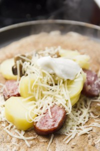 crepe salee saucisse patates fromage